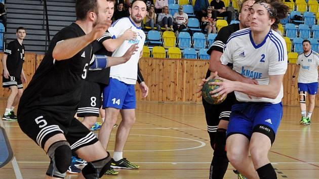 Lokomotiva Louny (v bílém) v utkání proti Úvalům