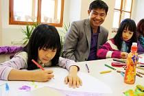 Do knihovny loni přišlo 149 843 návštěvníků. Připravila pro ně celou řadu zajímavých akcí, na podzim to byly například Světové dny věnované Vietnamcům a jejich zemi.