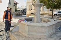 Výstavba kulis na Chelčického náměstí a v okolí synagogy v Žatci