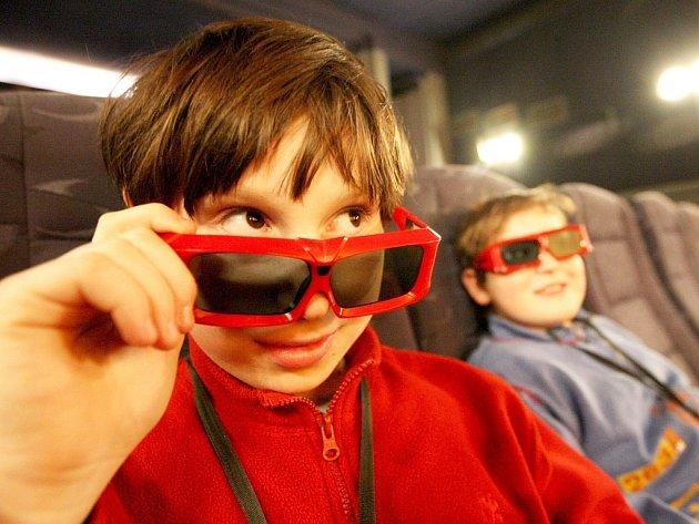První promítání v 3D lounském kině si nenechali ujít sourozenci Petr a Ondřej Wolfovi.