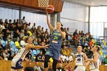 V nejvyšší basketbalové lize žen vyhrál tým ZVVZ USK Praha v Lounech nad chomutovskými Levharticemi.