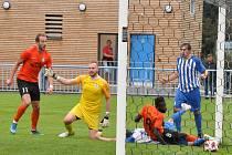 Fotbalisté Loun (v oranžovém) drama nepřipustili a po bojovném výkonu hlavně ve druhém poločase brali plný počet bodů.