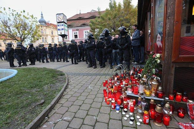 Situaci na Kruhovém náměstí museli řešit policejní těžkooděnci
