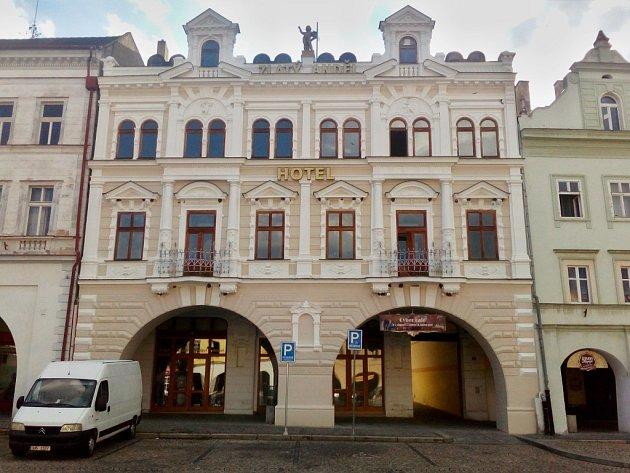 Hotel Zlatý anděl na náměstí Svobody v Žatci