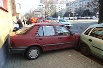 Srážka dvou vozů na Tyršově náměstí v Lounech