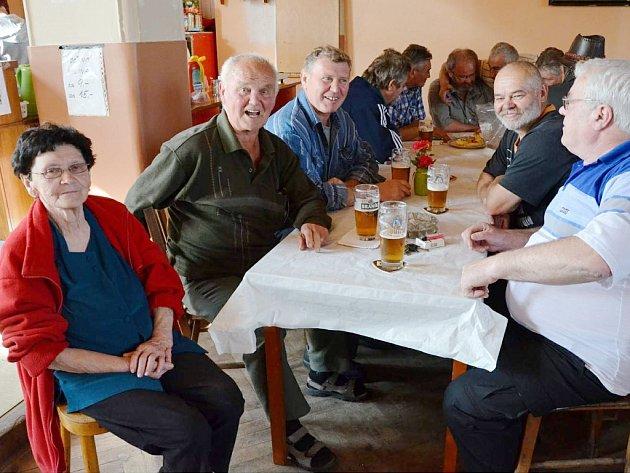 Setkání někdejších žáků Obecné školy Radonice a jejich přátel