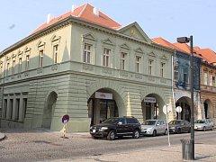 Budova městské knihovny v Žatci po rekonstrukci.