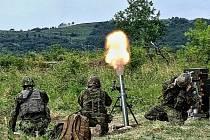 Ostré střelby minometné baterie v Doupovských horách.