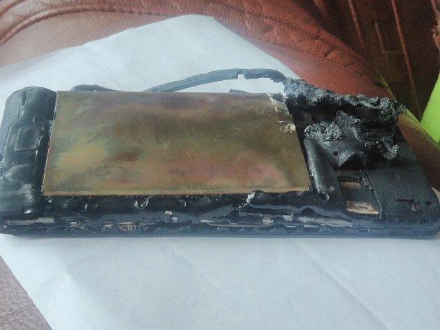Mobil majitelce začal náhle hořet při jízdě autem.