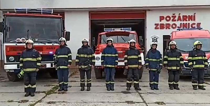 Zapojili se také hasiči z Kryr.