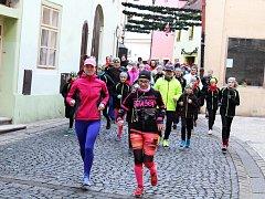 Na již tradiční vánoční běh vyrazilo v Lounech na Štědrý den zhruba sto padesát lidí.