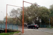 Nové osvětlení přechodu na lounském mostě Veslařů.