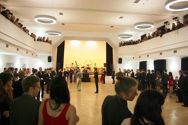 Ozahájení provozu kulturního domu Zastávka se postarala prodloužená tanečních kurzů.