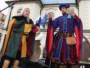 Na náměstí Svobody v Žatci probíhal celodenní zábavný program v historickém duchu k výročí udělení privilegií, která městu Žatci v roce 1265 poskytl král Přemysl Otakar II.