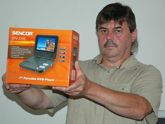 Jaroslav Davídek z Hřivic vyhrál přenosný DVD přehrávač.