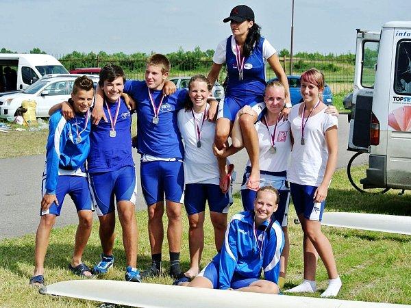 Úspěšní lounští veslaři na mistrovství republiky vRačicích