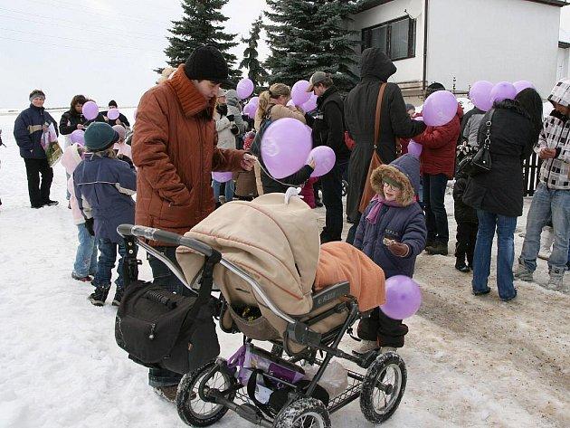 Vypouštění balónků s přáním Ježíškovi v Lounech