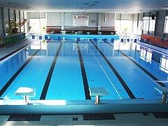 Hlavní bazén plavecké haly v Lounech