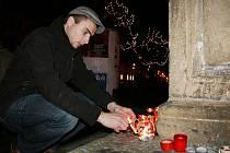 Lidé v Lounech zapalovali svíčky za Václava Havla