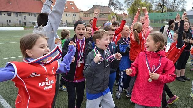 Z postupu do krajského kola Štafetového poháru 2016 měli obrovskou radost žáci Základní školy Prokopa Holého v Lounech