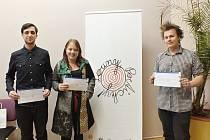 Ondřej Kvěch, Anna Bahnerová a Dominik Jeřábek (zleva doprava) úspěšní recitátoři při přehlídce v Lounech.