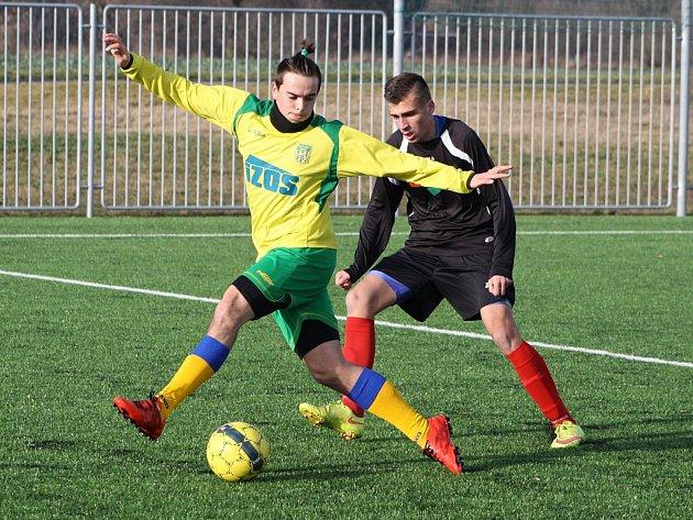Utkání žateckých juniorů (ve žlutém) proti týmu Kryr
