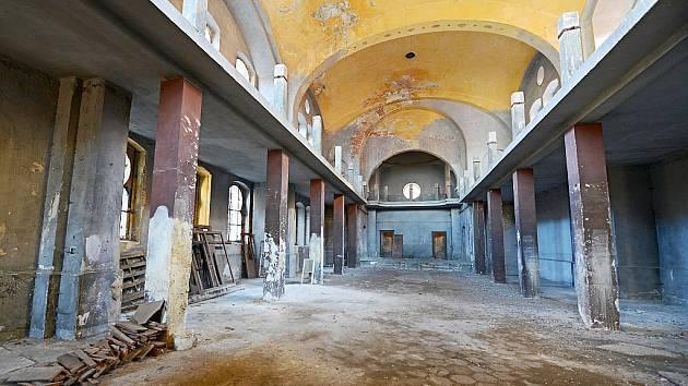 Interiér synagogy v Žatci
