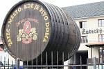 Sud, který stál přes šest let na kruhovém objezdu u Benziny, je v areálu pivovaru.