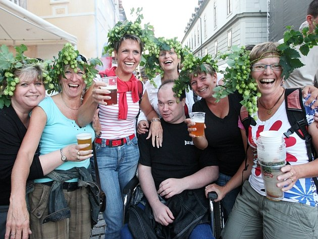 Žatecká Dočesná je vždy plná hudebních vystoupení, dobré zábavy a samozřejmě také piva.