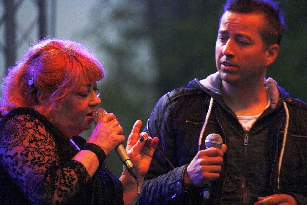 S Věrou Špinarovou si zazpíval Petr Bende