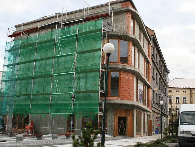 Polyfunkční dům na lounském Náměstíčku.