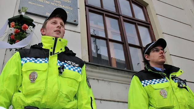Lounští strážníci při jedné z pietních akcí, pořádaných ve městě v průběhu roku