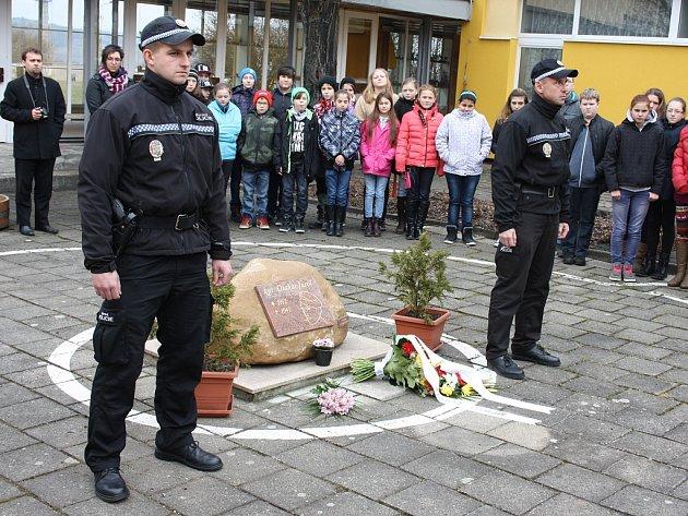 Vzpomínkové setkání na kpt. Otakara Jaroše v lounské základní škole, která nese jeho jméno