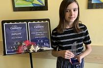 První místo ve své věkové kategorii (10 – 12) let a zároveň absolutní vítězství a ocenění starostky Města Česká Lípa získala Anna Ferziková ze ZUŠ Louny v soutěži Lípa Cantantes.