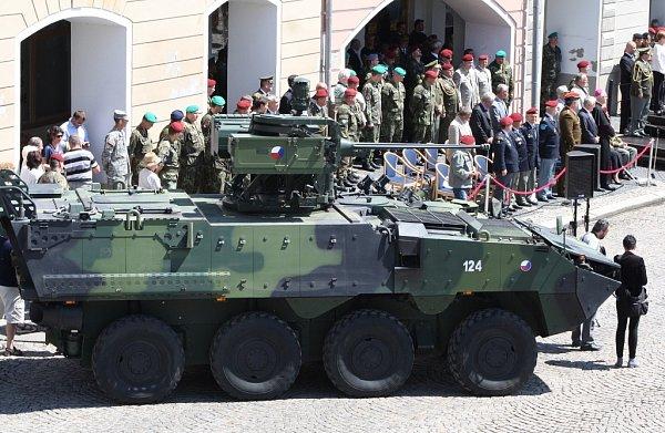 Slavnostní nástup vojáků žatecké 4.brigády rychlého nasazení ke 20.výročí od jejího založení