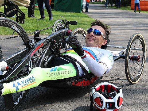 Vítěz závodu handbikerů Rafal Wilk zPolska, vyhrál už potřetí vřadě, ikdyž letos se mu nepodařilo překonat svůj vlastní traťový rekord, který stanovil loni.
