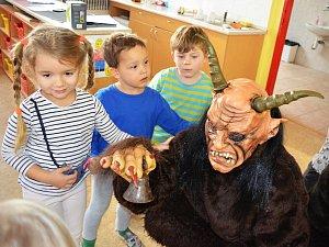 Školu a školku v Cítolibech navštívili čerti, andělé a Mikuláš