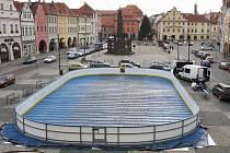 Kluziště bude opět před radnicí na náměstí Svobody.