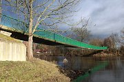 Most přes Ohři v Radonicích na Lounsku je ve špatném stavu, v minulých dnech byl uzavřen i pro pěší.