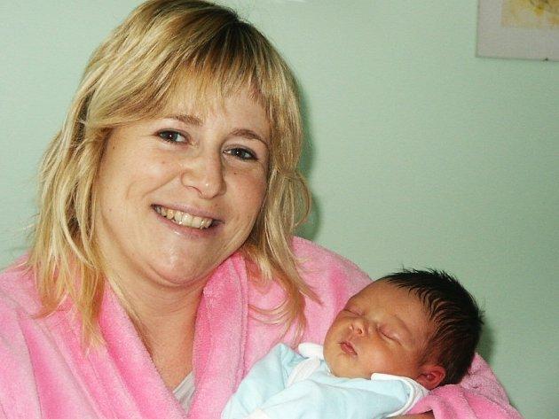 Michael Antony z Veltěž se narodil ve čtvrtek 10. ledna v 9 hodin. Váha 3 kg; míra 49 cm. Mamince Šárce Kočandrlové gratulujeme.