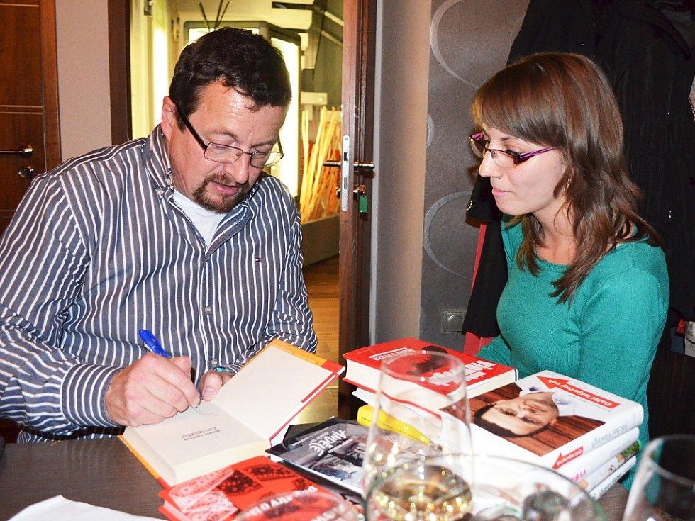 Michal Viewegh přivezl do Loun zbrusu novou knihu Biomanžel