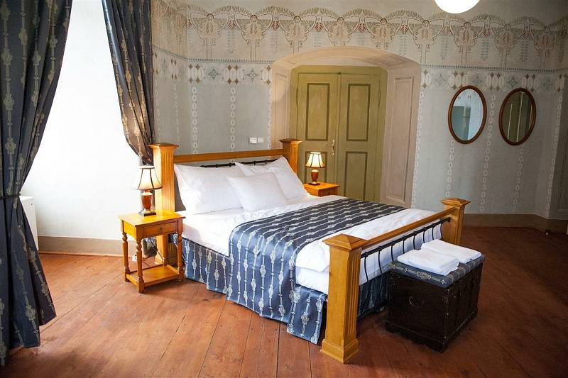 Ubytování v zámeckých komnatách nabízí zámek Nový Hrad v Jimlíně.