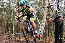 Lounský cyklokrosař Pavel Jindřich vybojoval na republikovém šampionátu juniorů v Kolíně zlatou medaili.