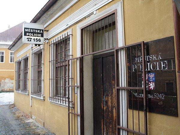 Služebna nyní sídlí vprůchodě domu na náměstí 5.května.
