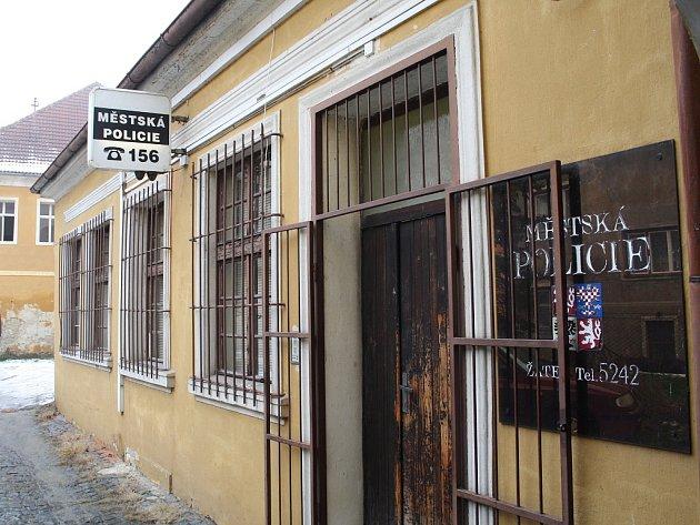 Služebna nyní sídlí v průchodě domu na náměstí 5. května.