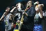 Formace Tito & Tarantula pozvala na podium přímo během koncertu i několik fanoušků