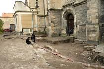 Archeologický výzkum u kostela sv. Mikuláše v Lounech.