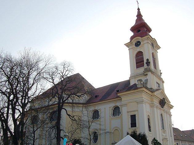 Kostel Nanebevzetí Panny Marie vPostoloprtech.