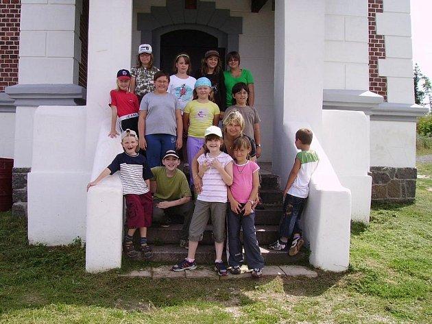 Výlet s knihovnou zavedl děti do Kryr na Schillerovu rozhlednu.