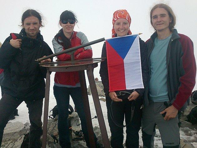 Michal Novák, Eva Hájková, Petra Ullmannová a Štěpán Kotek (zleva) na nejvyšší hoře Norska Galdhøpiggen